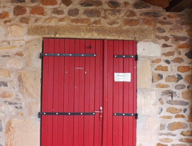 porte du bureau de poste du village d'Octon