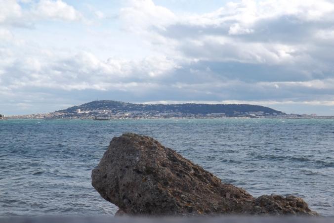 rocher et vue de sete depuis Bouzigues