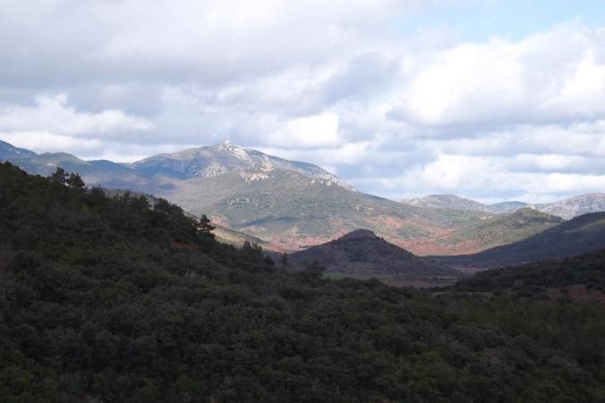 vue dur les montagnes depuis le barrage du Salagou