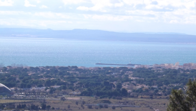 vue sur l'embouchure de l'hérault au grau d'agde depuis le mont saint loup