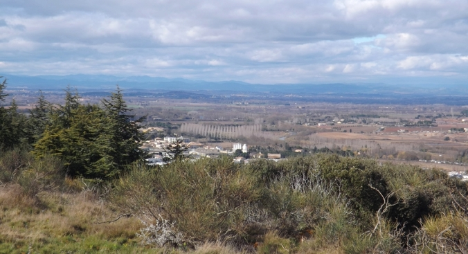 vue sur les montagnes depuis le mont saint loup agde
