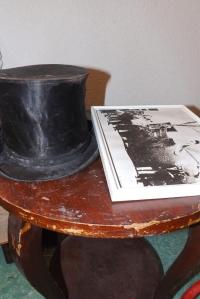 accessoires estieinou et vieille photo poulain de pezenas