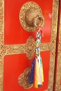 detail de la porte d'entree du temple de lerab ling