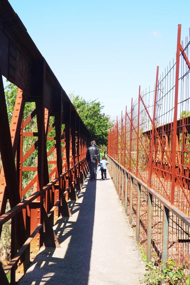 matthieu et frederic pont peyne voie ferree