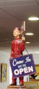 statue de groom boutique pezenas 1