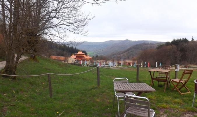 vue sur le temple depuis la terrasse de l'accueil