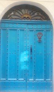 porte bleue pezenas