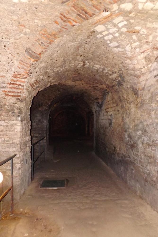arche cryptoportique arles