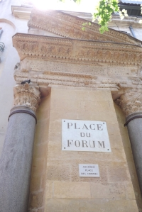 colonne place du forum arles