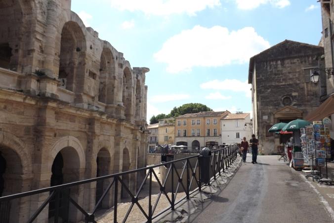 exterieur amphitheatre arles