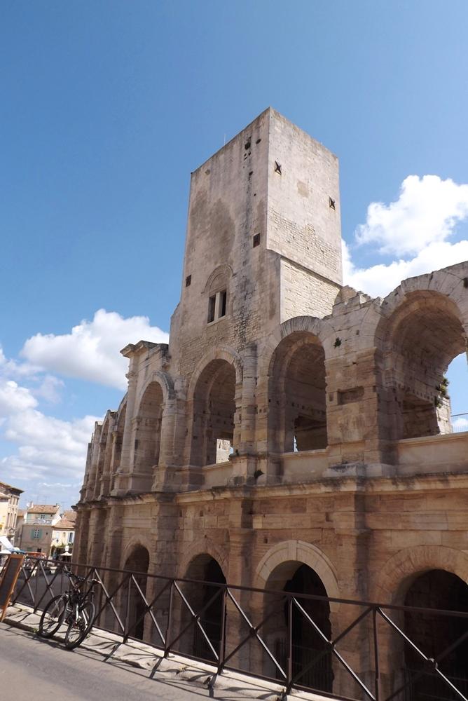 facade amphitheatre arles