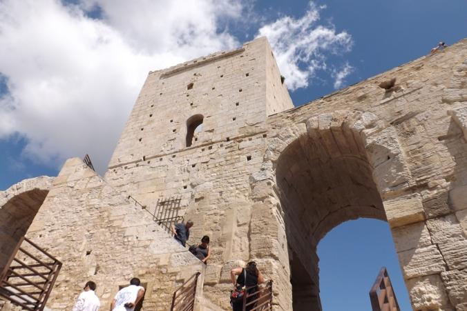 la tour de l'amphitheatre arles
