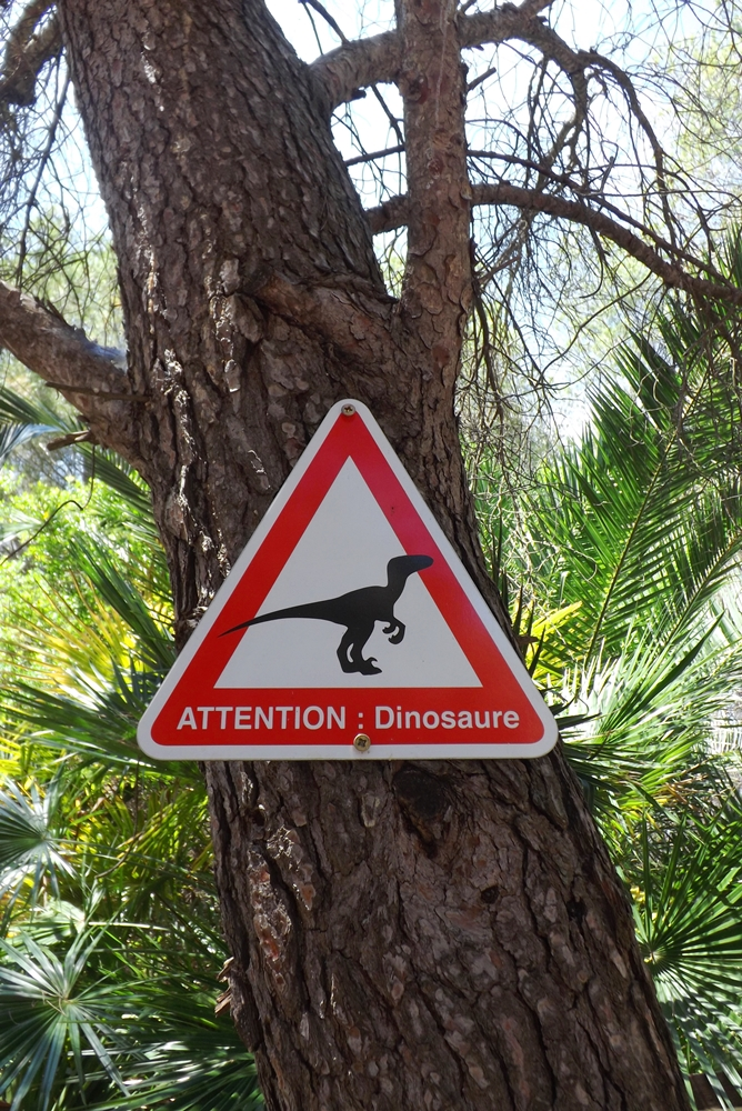 panneau interdit dinosaures meze