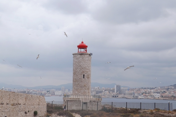 phare et goelands chateau d'if marseille