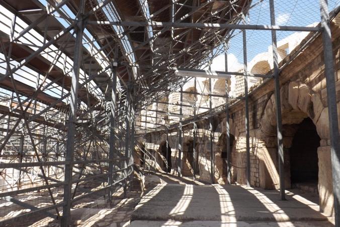 sous les gradins amphitheatre arles