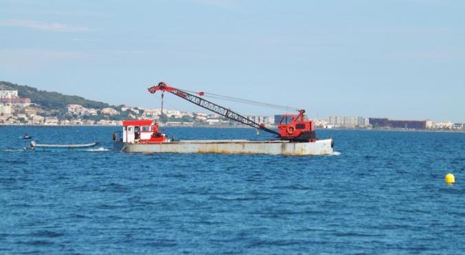 bateau barge sur etang de thau meze