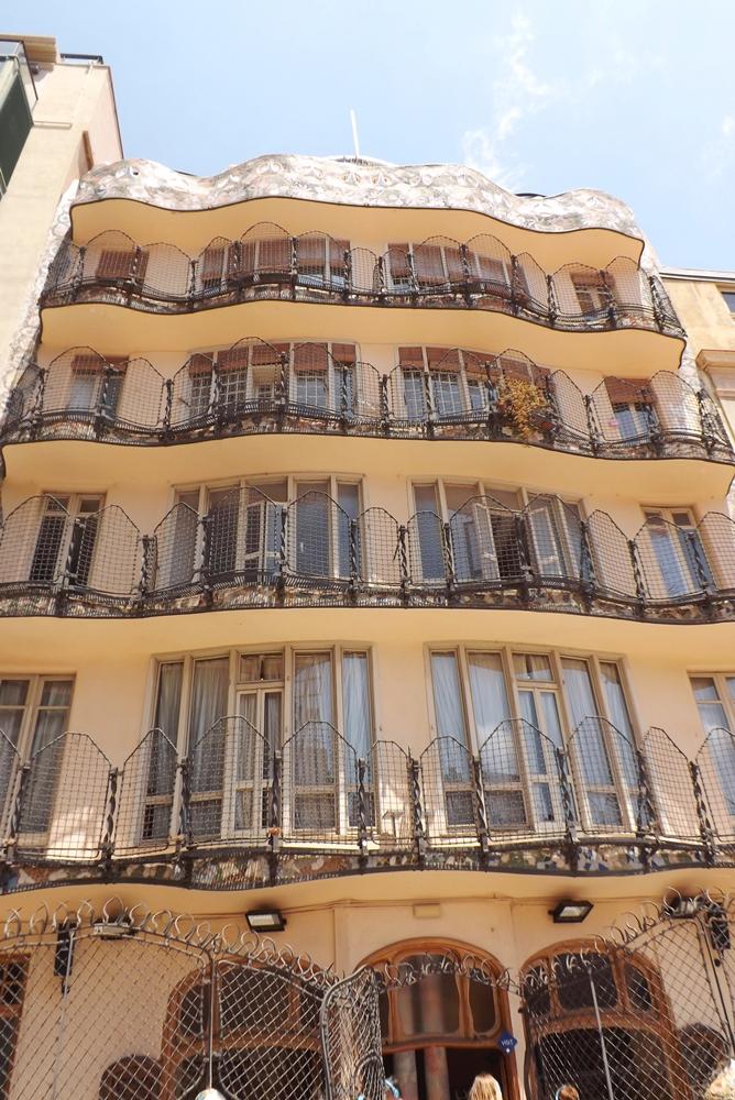 facade casa batllo vue depuis la terrasse privee