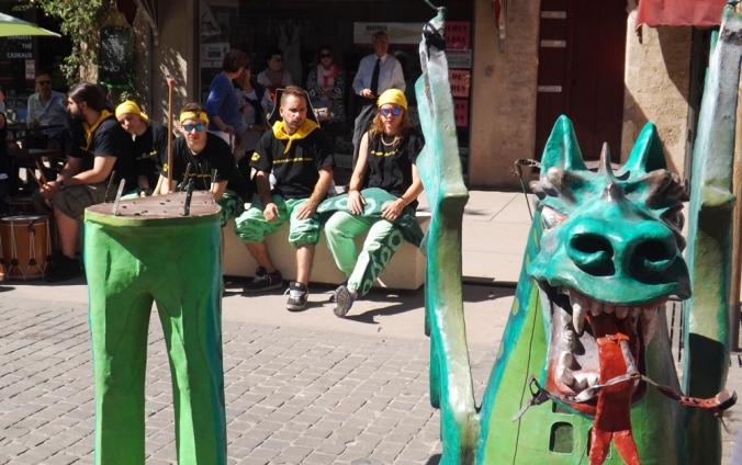 le drac el parellot avec ses musiciens a pezenas