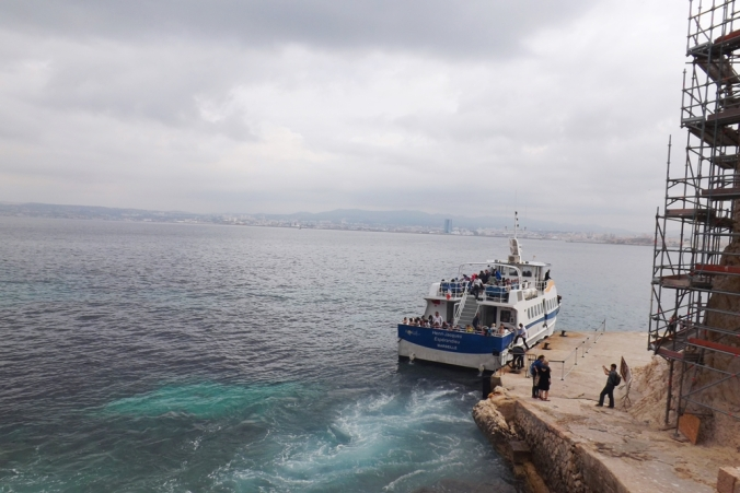 bateau-accoste-au-chateau-dif-marseille