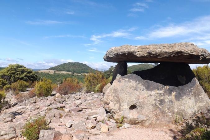 dolmen-et-volcan
