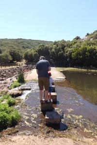 fred-et-matthieu-traversent-le-lac-des-olivettes