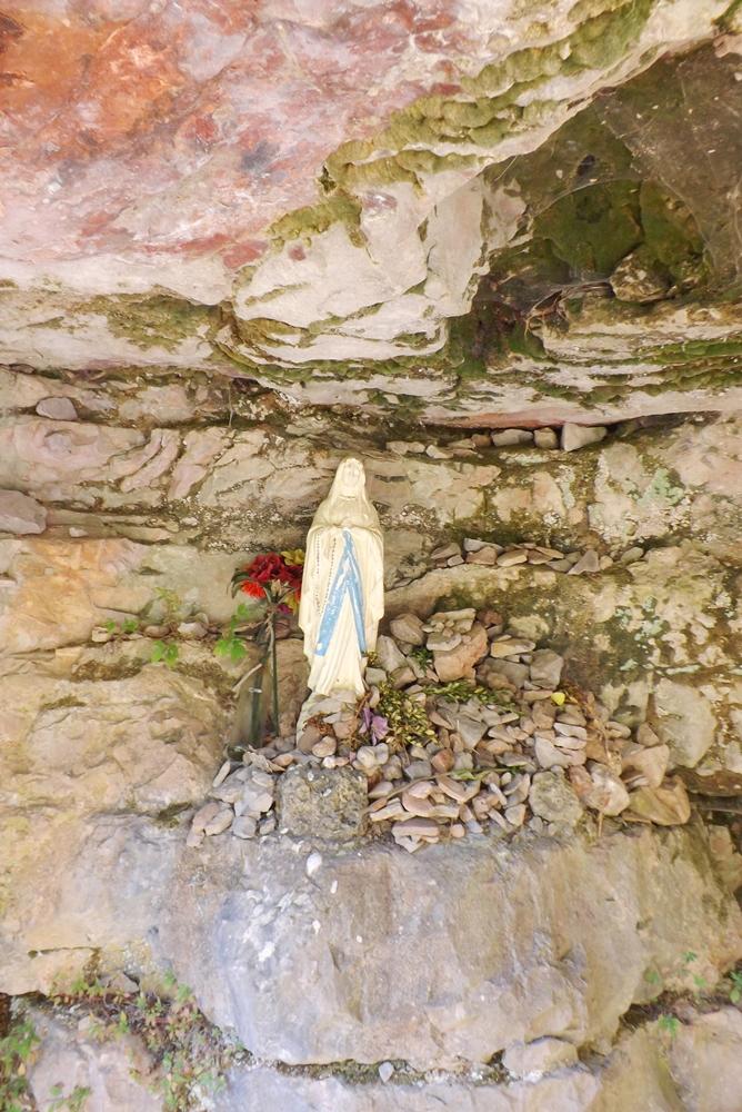 grotte-vierge-hameau-navacelles