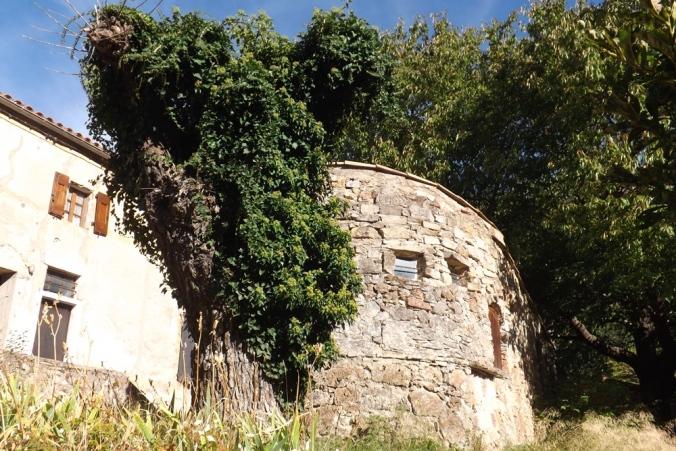 maison-ronde-hameau-de-navacelles