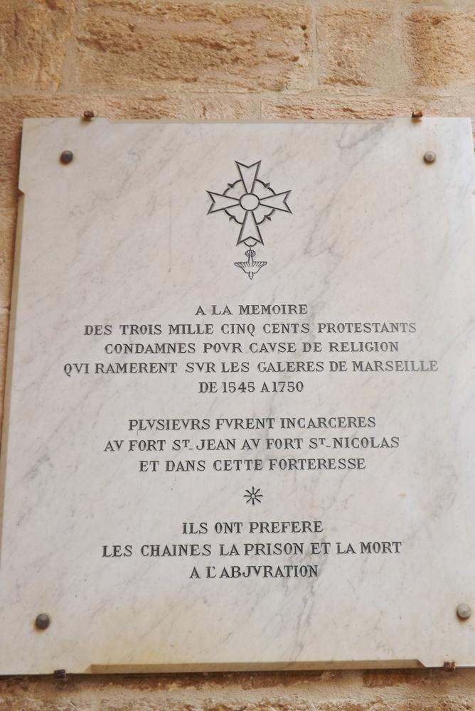 plaque-memoire-huguenots-enfermes-au-chateau-dif-marseille