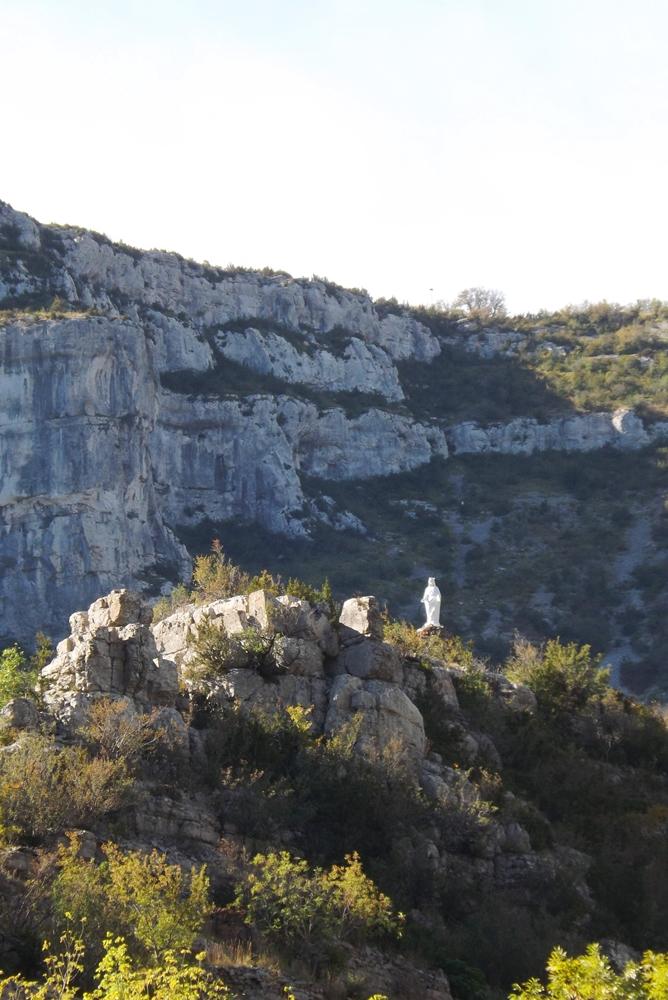 rocher-de-la-vierge-hameau-de-navacelles