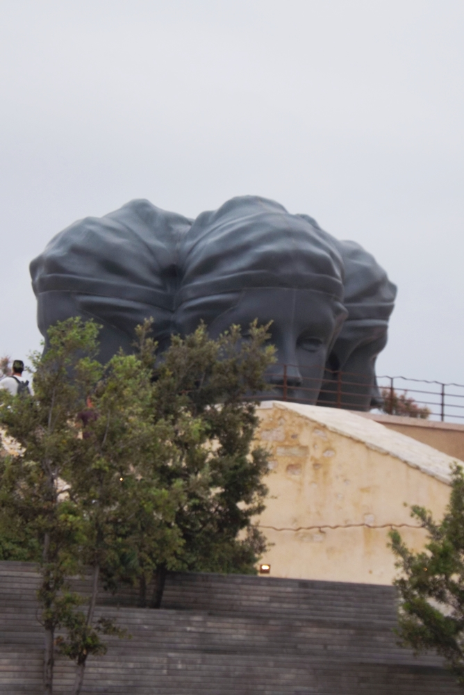 statue-mucem-marseille