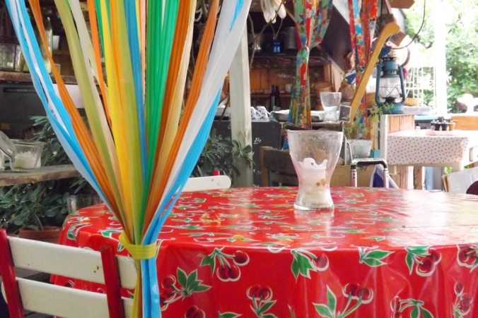 table-nappe-rouge-resto-la-passarelle-marseille