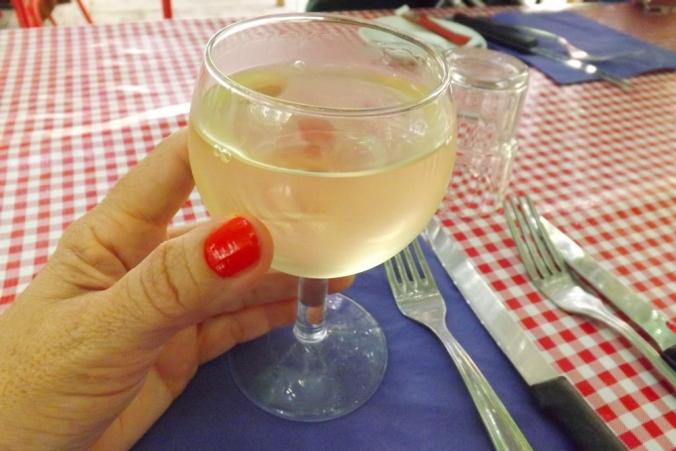 vin-blanc-resto-la-passarelle-marseille