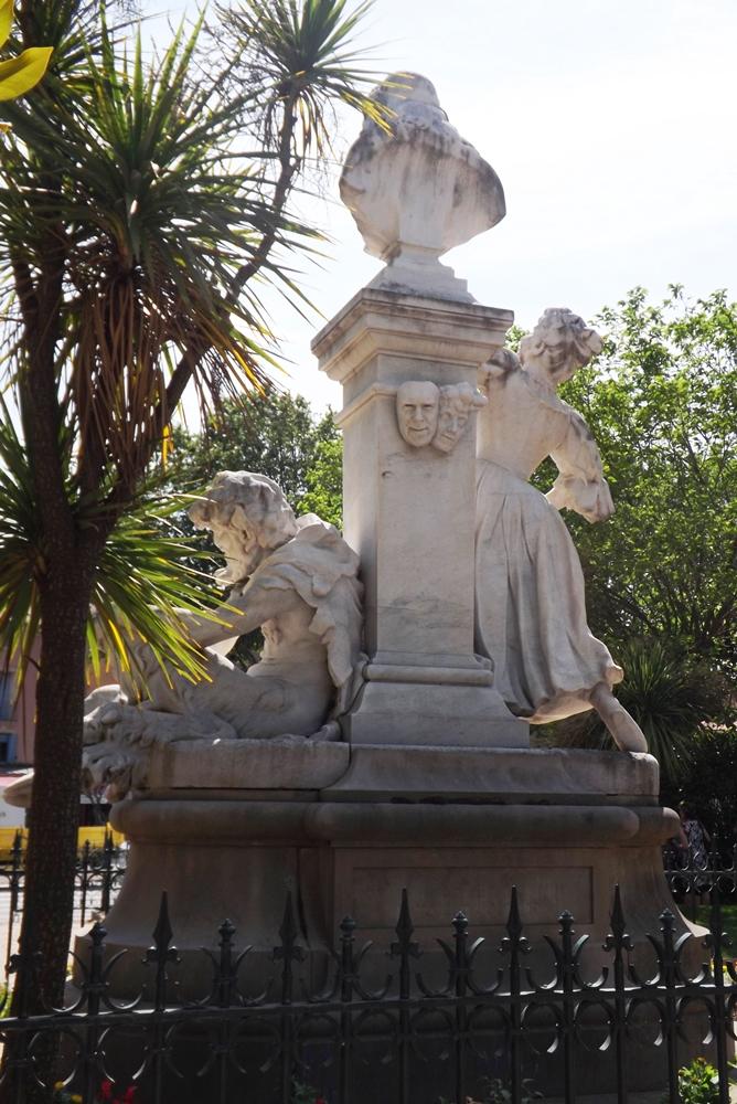 arriere-statue-moliere-pezenas