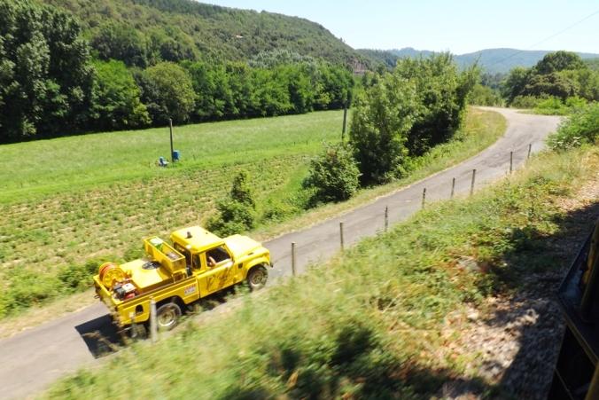 voiture-jaune-petit-train