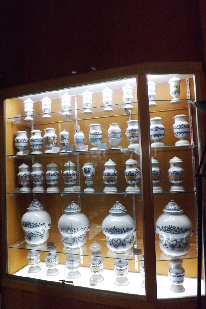 collection-de-pots-pharmacie-musee-vulliod